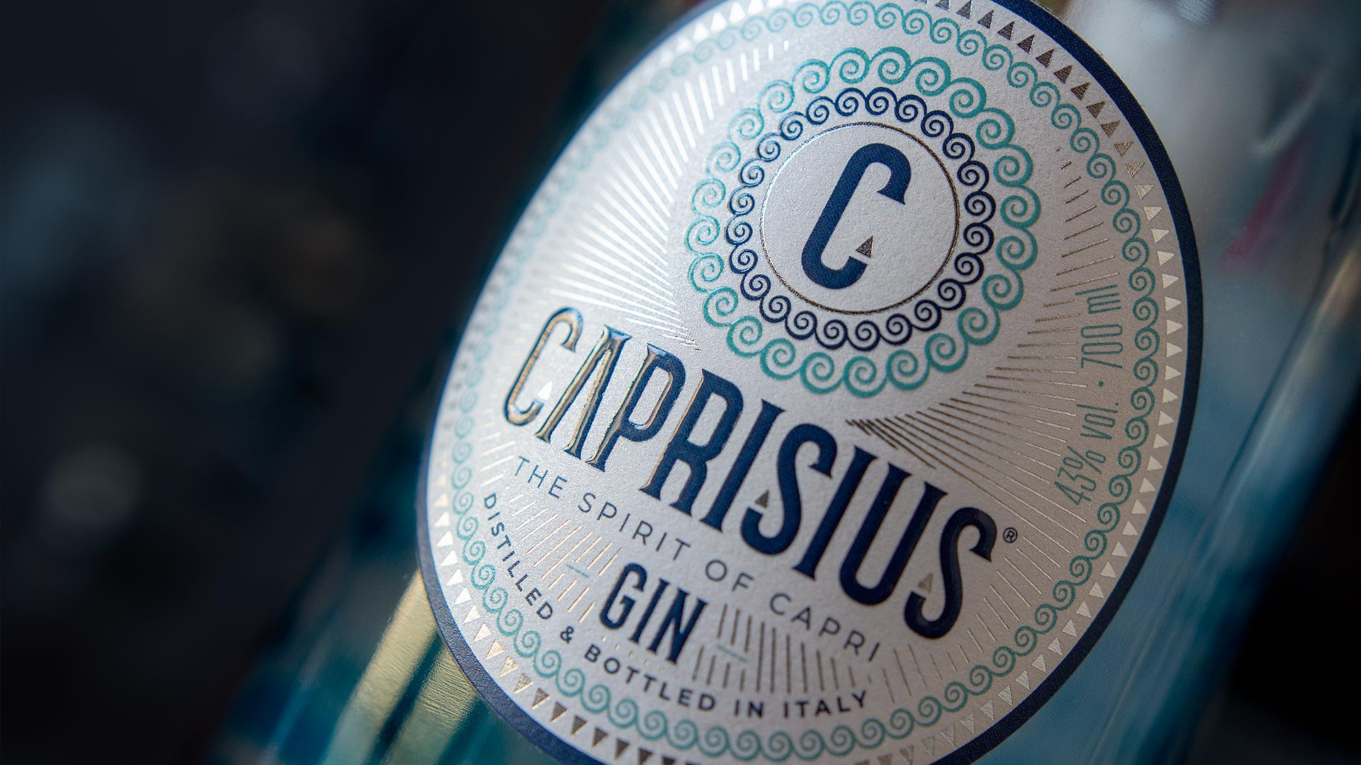 CaprisiusGin label macro 1920 - Branding & Label Design Caprisius Gin